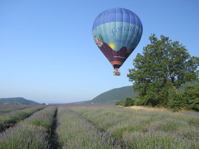 http://www.france-balloons.com/provence,slideshow-of-balloon-flights.php