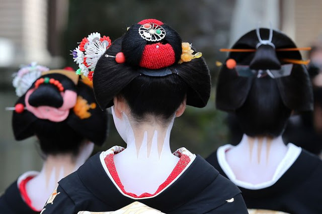 Exquisite Beauty ~ Kyoto's Geishas Celebrate the New Year