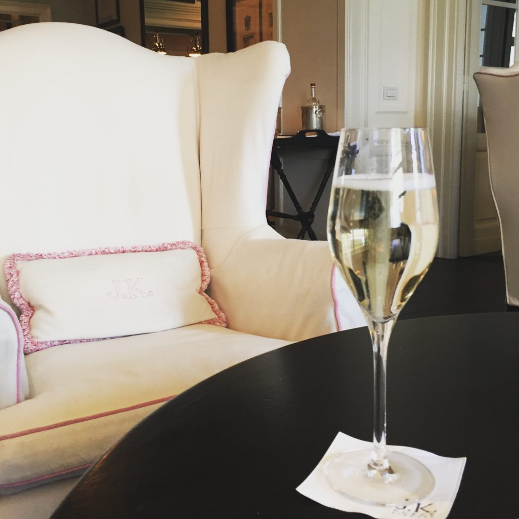 Prosecco in the living room upon arrival...